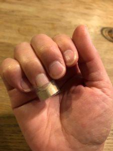 爪をきれいなかまぼこ型に矯正する秘密兵器⁈