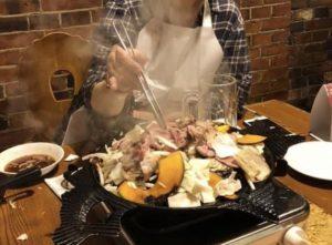 肉野菜炒めを作ってる的な画ですが